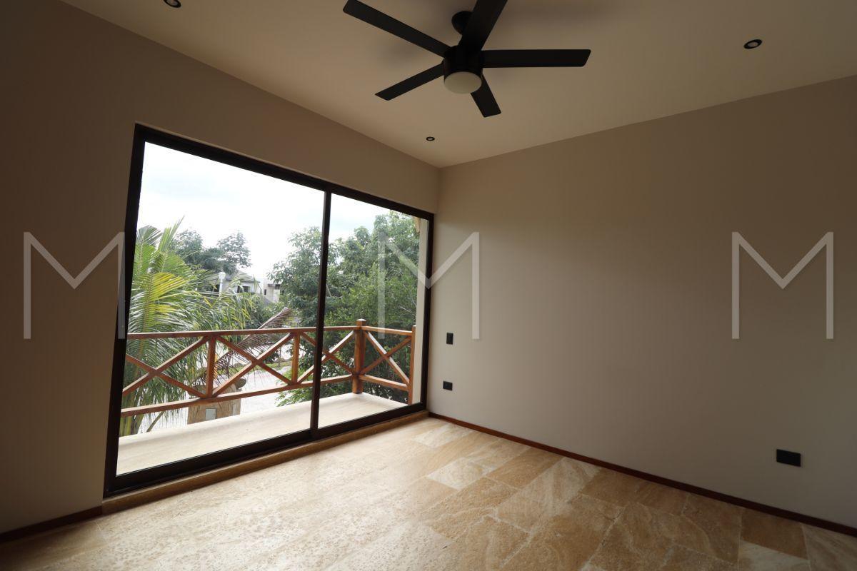 25 de 34: 2da habitación secundaria con balcón, closet y baño completo