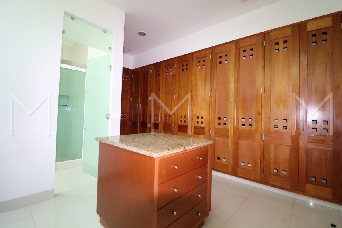 21 de 34: Baño Principal y vestidor