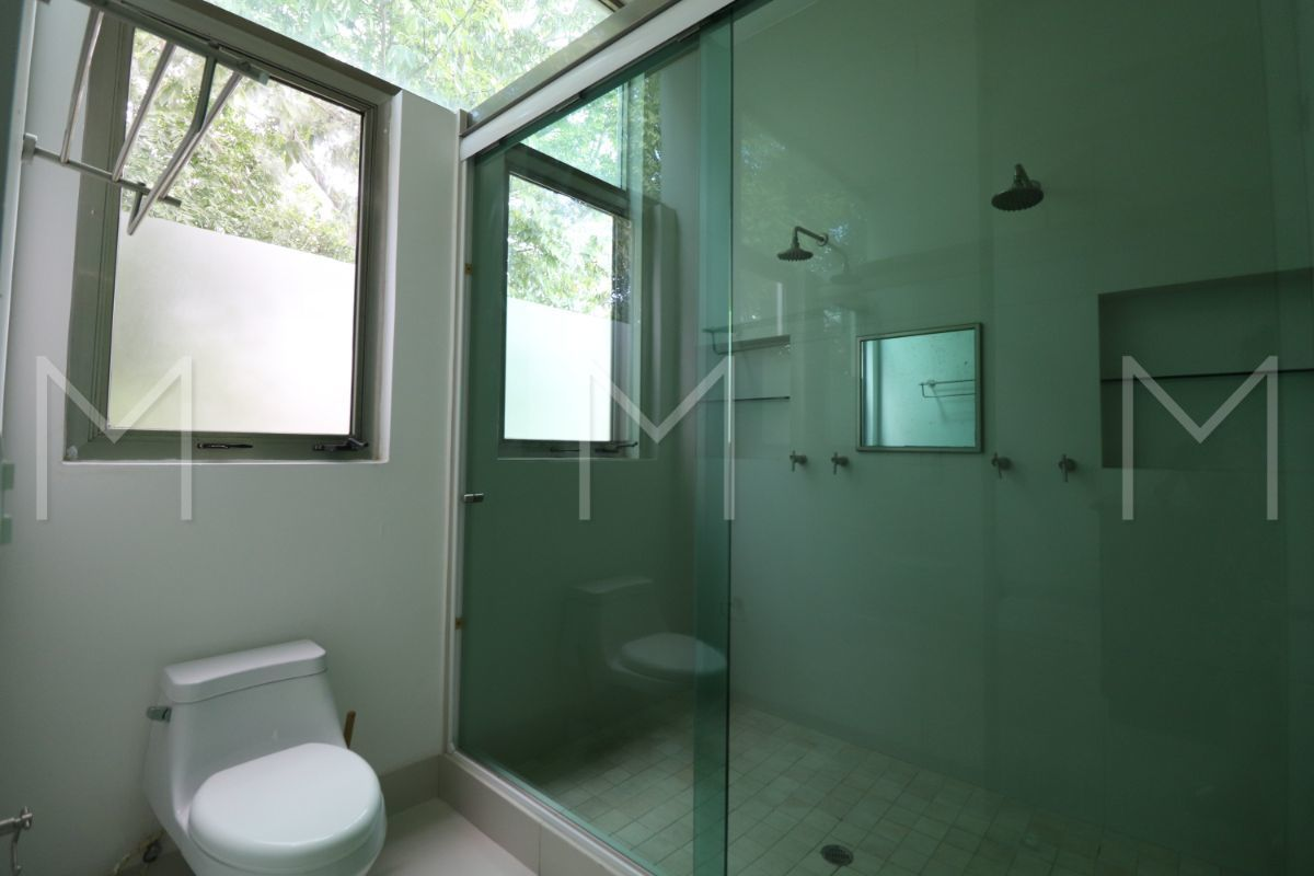 24 de 34: Baño Principal y vestidor