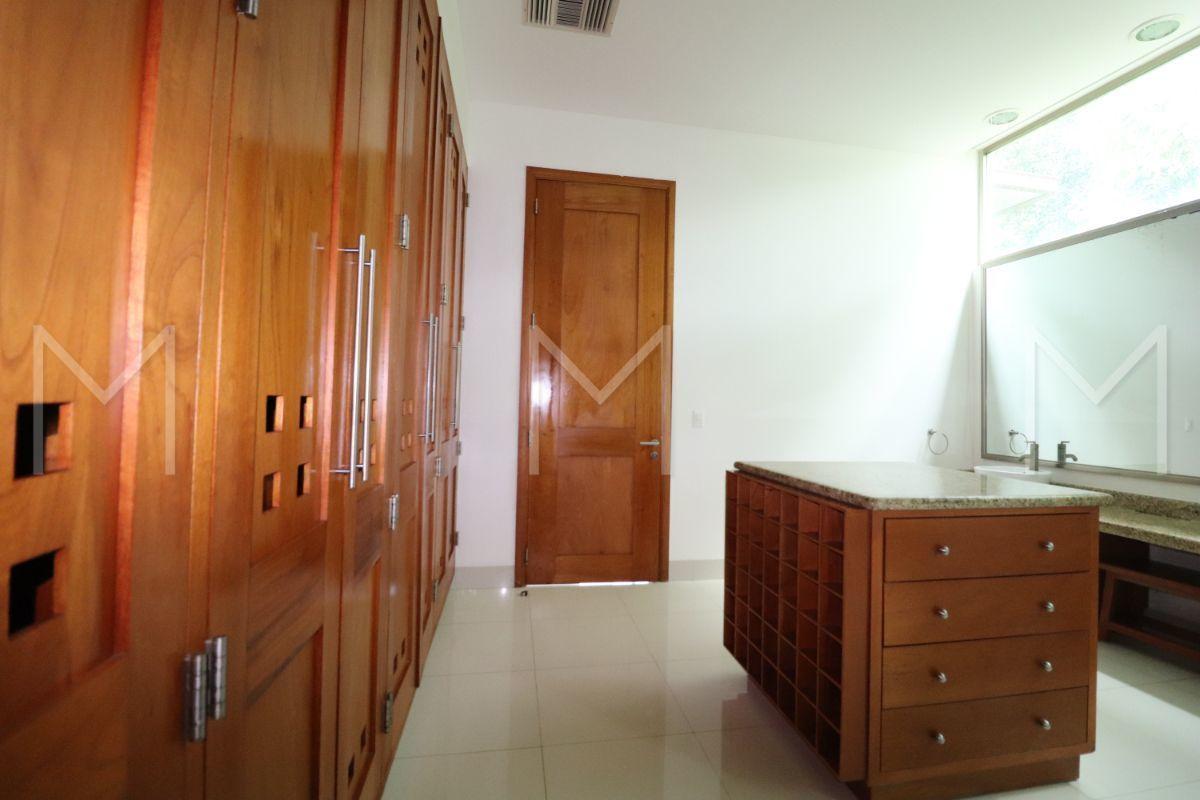 23 de 34: Baño Principal y vestidor