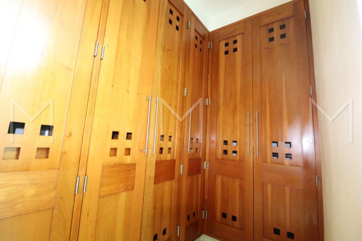 28 de 34: Baño y closet