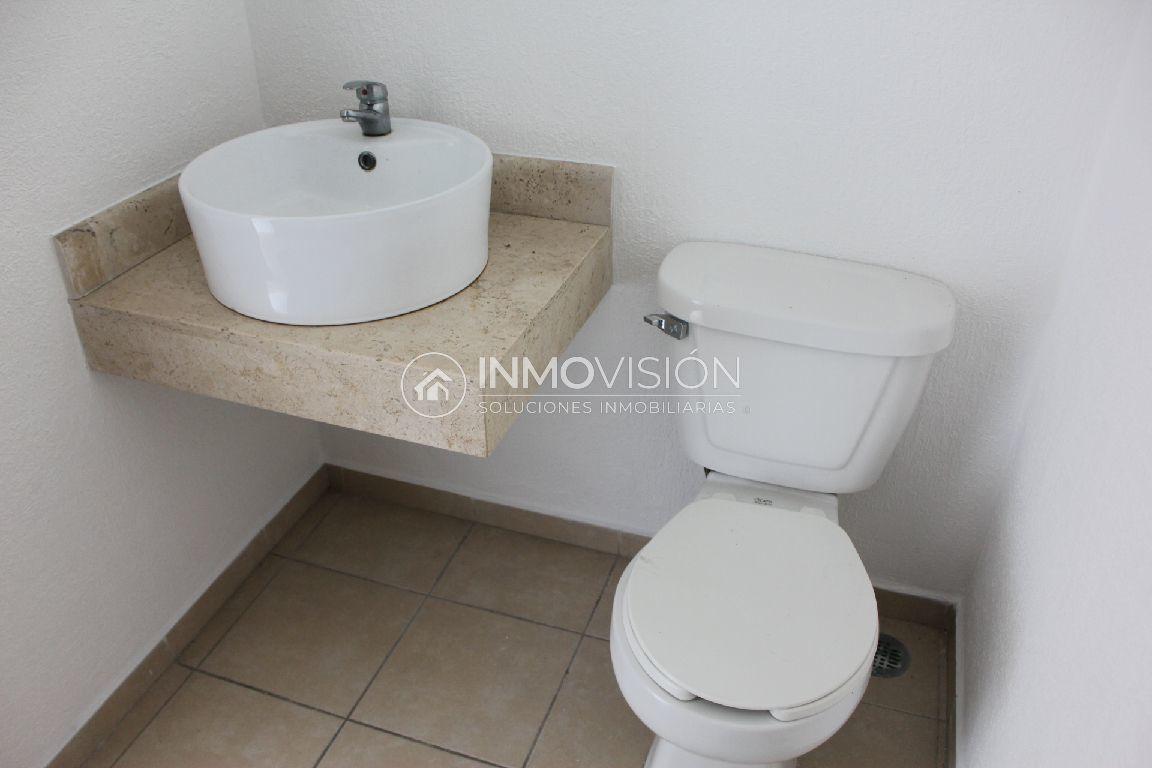 14 de 34: Medio baño interior