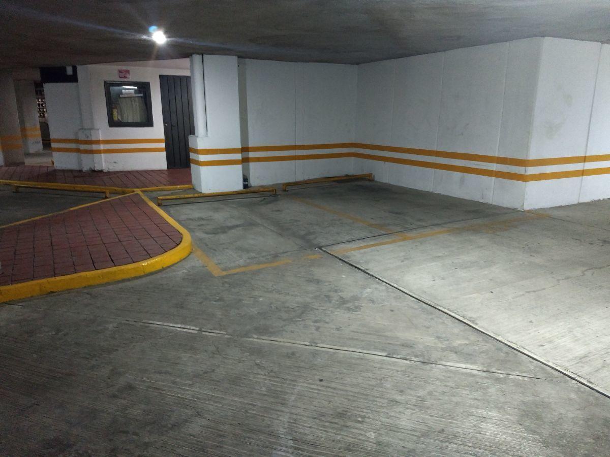 44 de 46: Cajones de estacionamiento