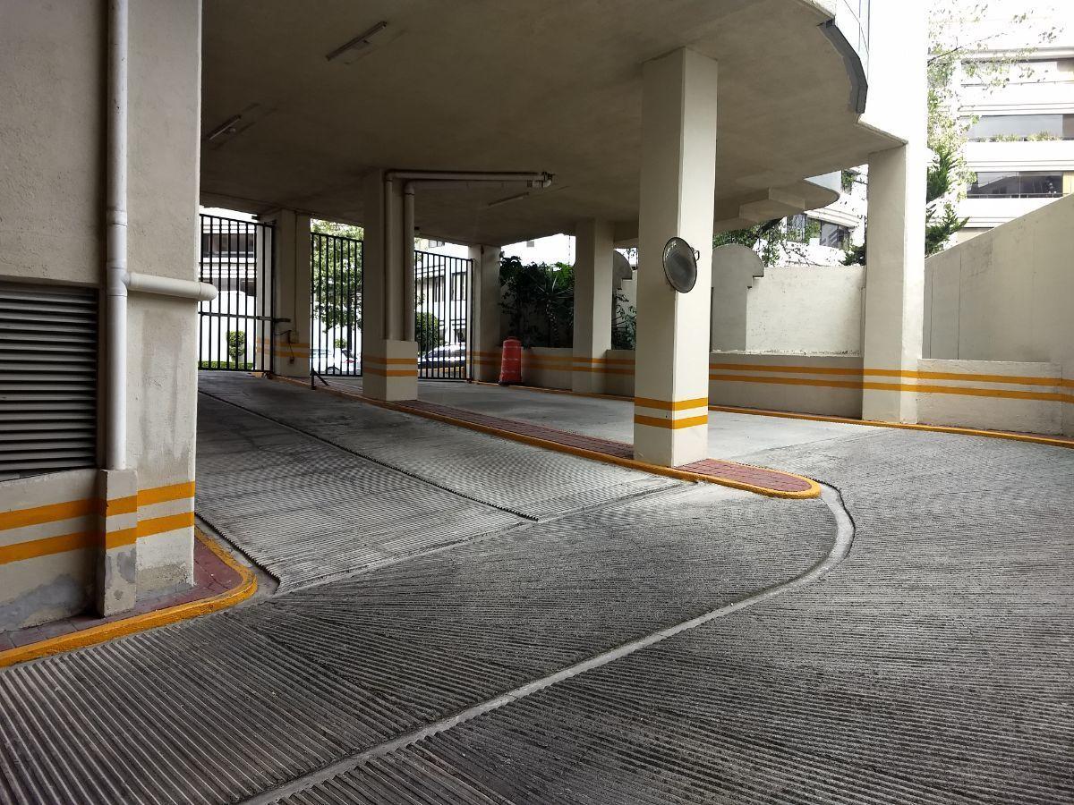 42 de 46: Entrada estacionamiento