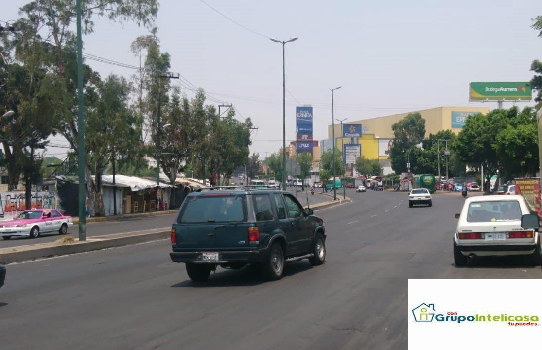 16 de 16: Plaza cercana al predio, Calzada Ermita Iztp.