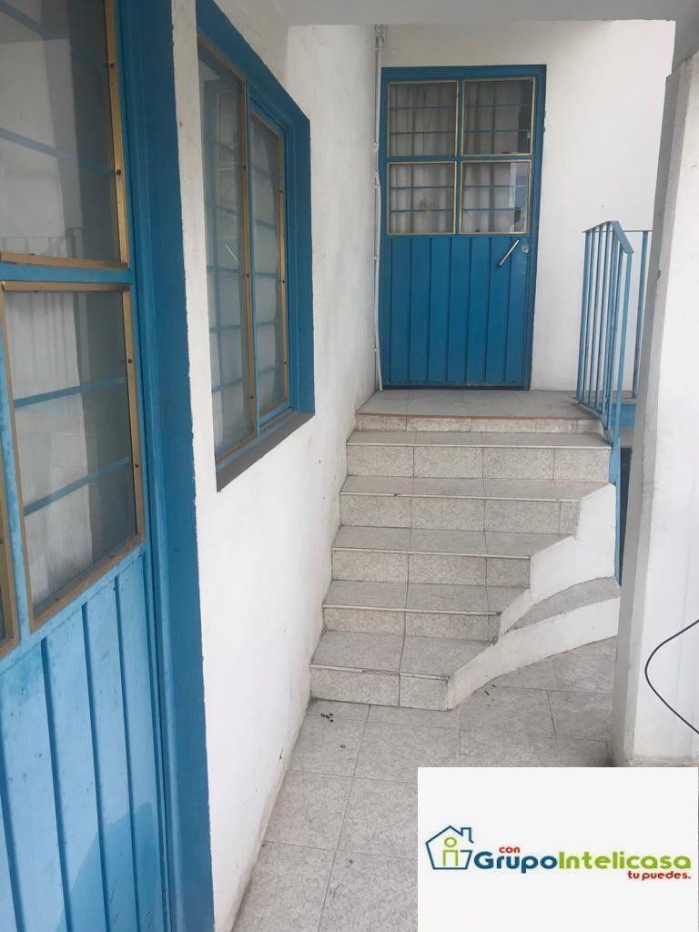 6 de 16: Pasillo de acceso a los departamentos