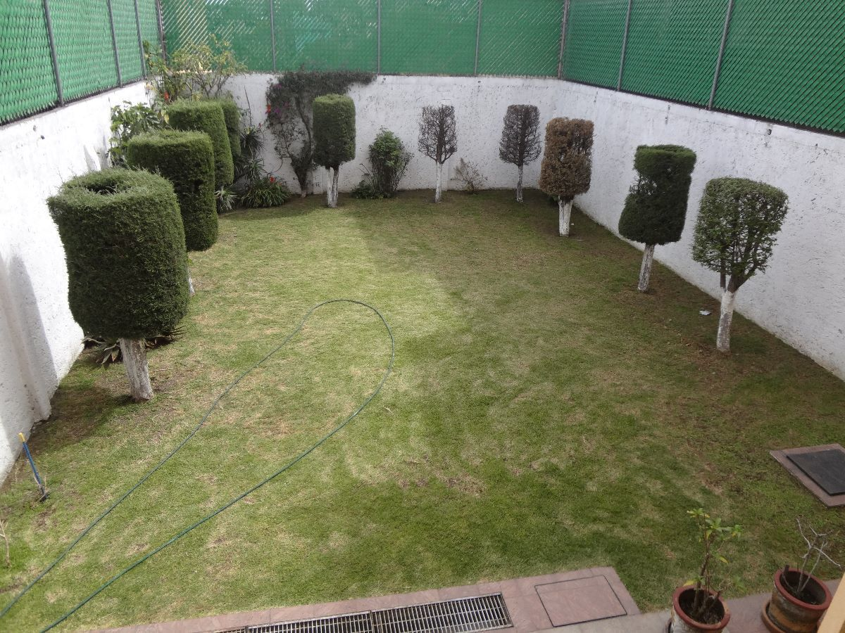 5 de 45: Amplio jardín