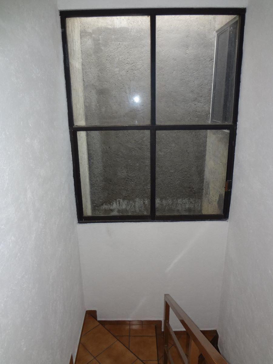 33 de 45: Cubo de escalera