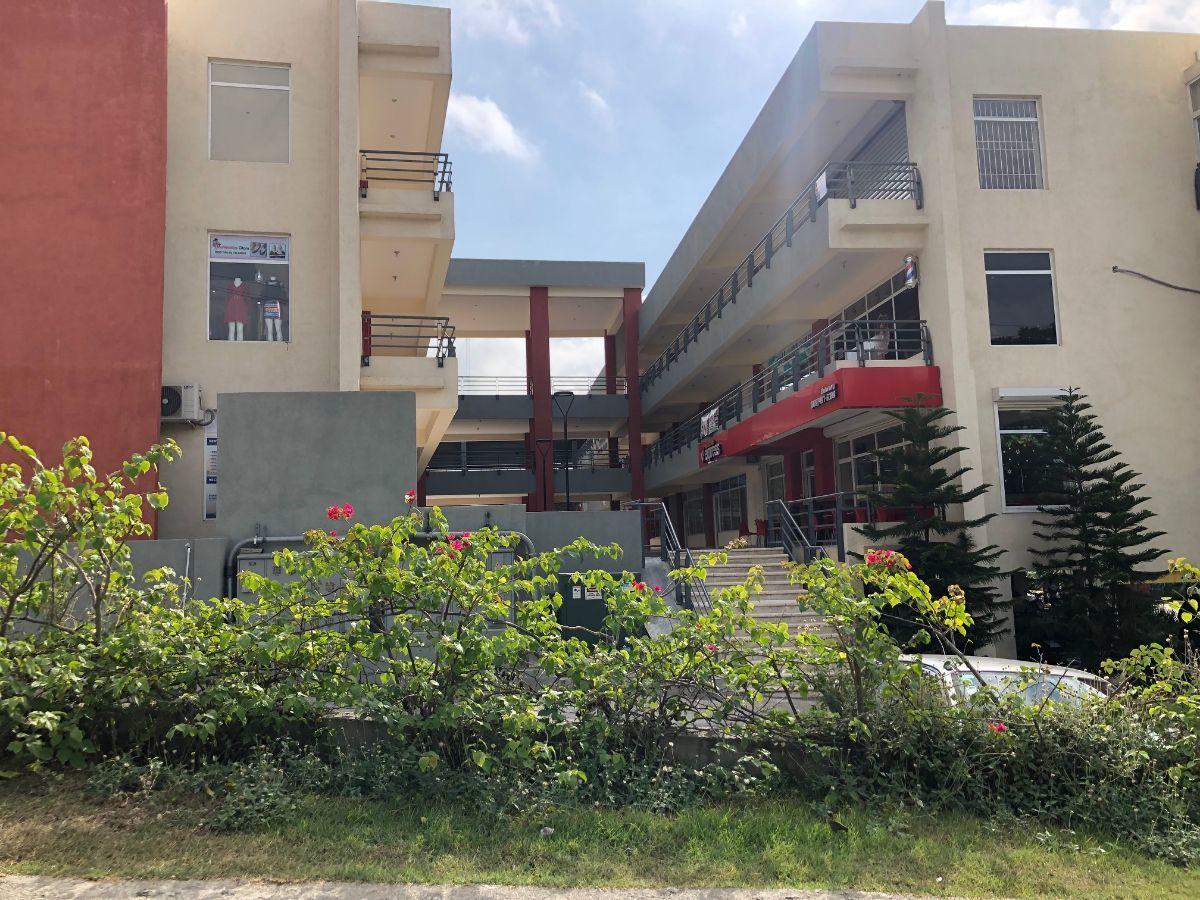 18 de 18: Plaza en la entrada del Residencial