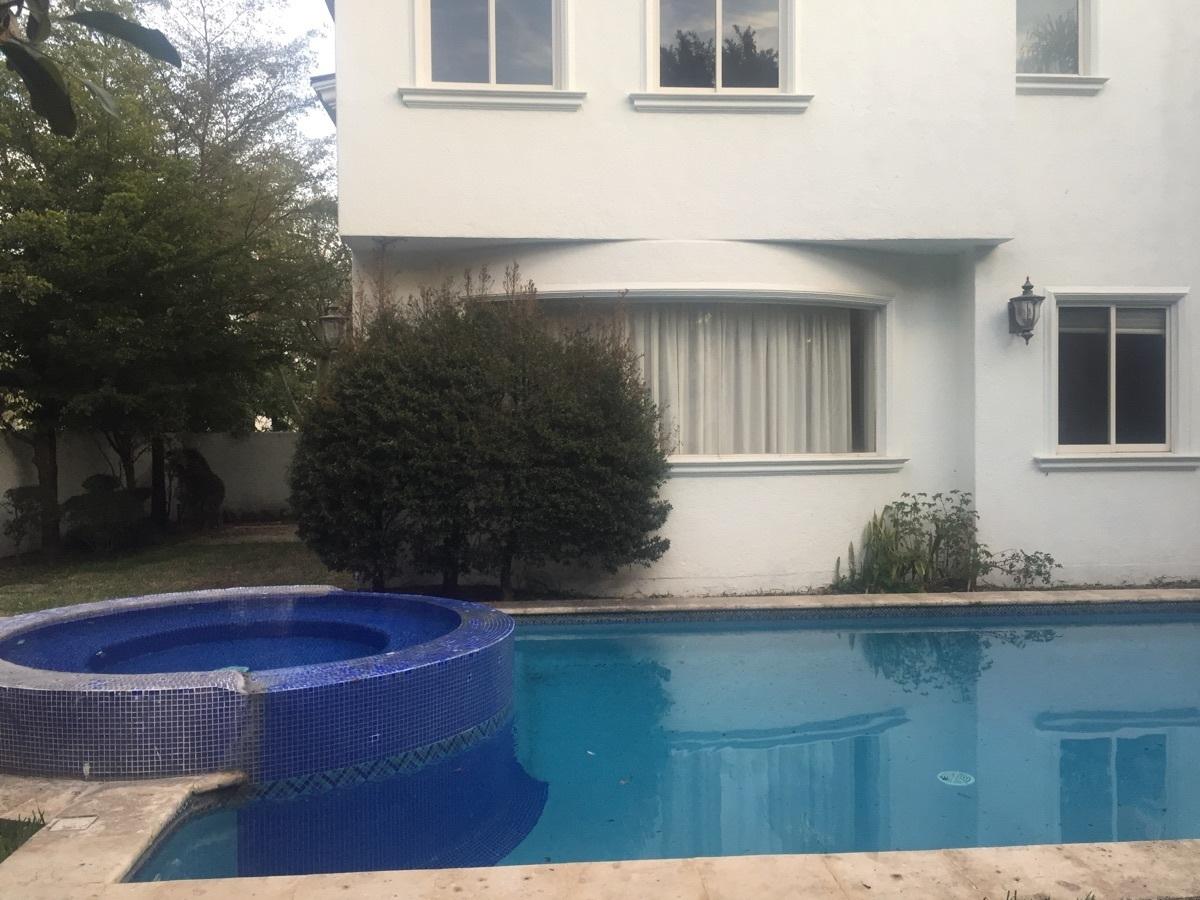 5 de 48: Casa en Valle Real con alberca