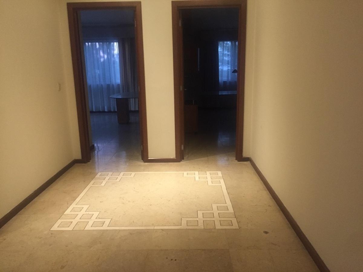 24 de 48: Pasillo entre las habitaciones