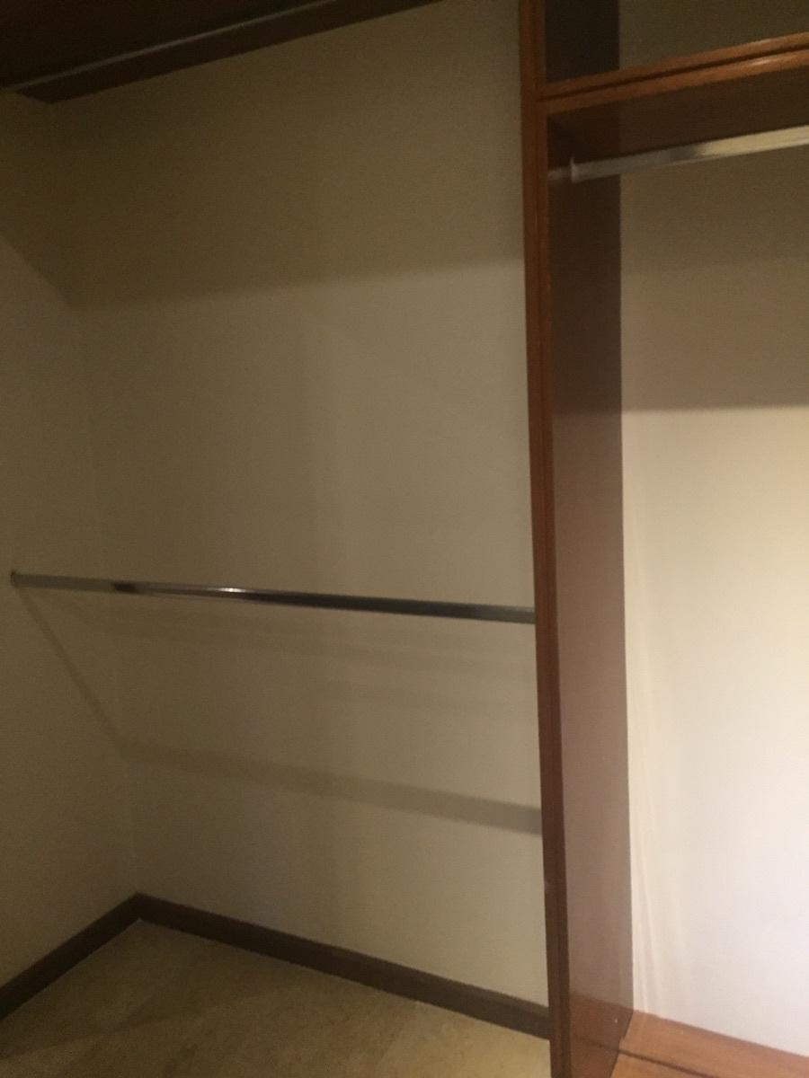 32 de 48: Closet vestidor