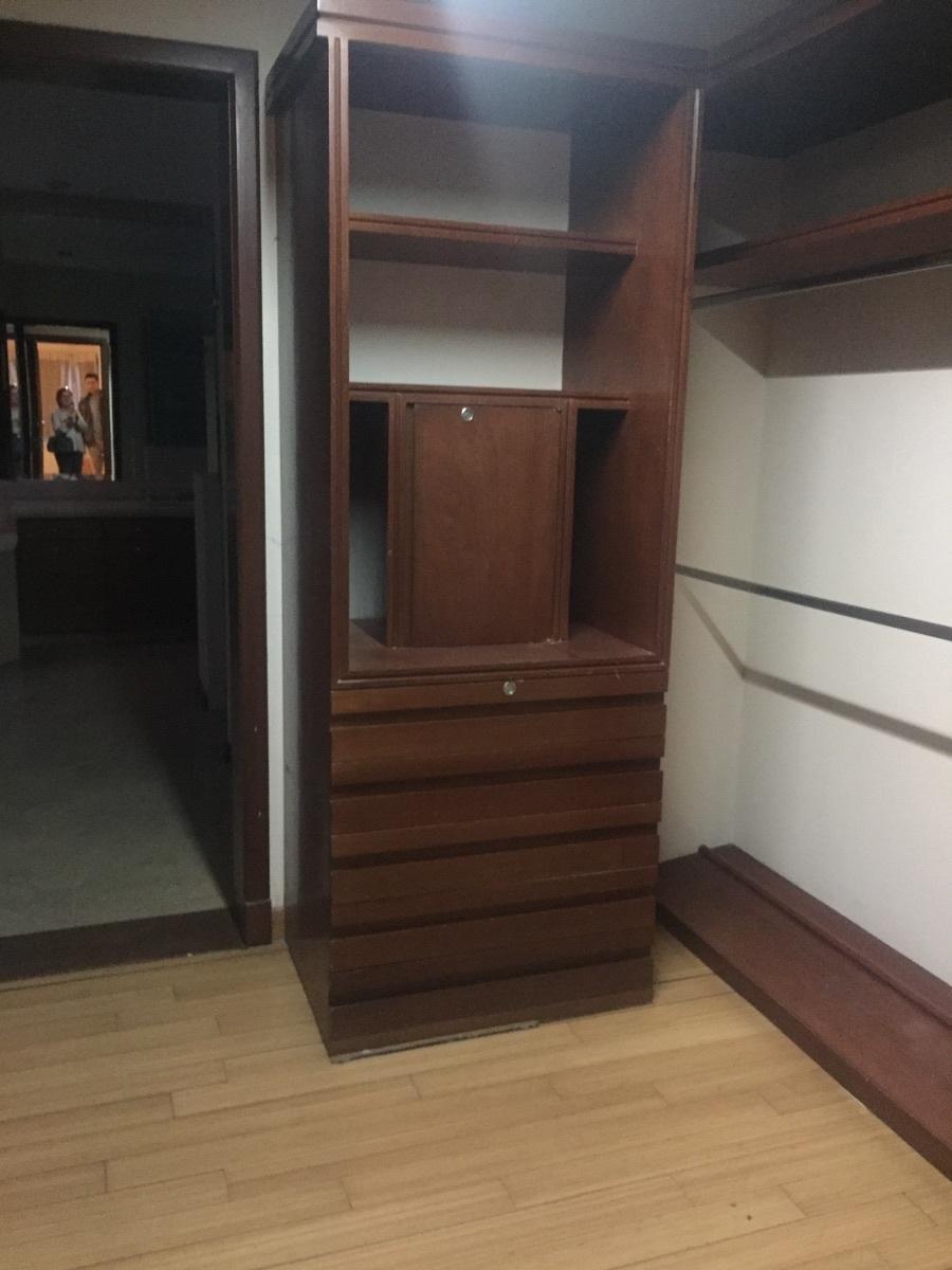 41 de 48: closet vestidor