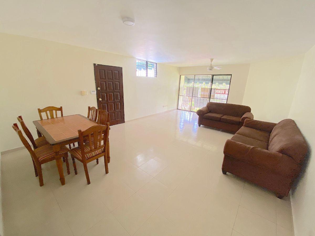 7 de 14: Amplio espacio para sala y comedor