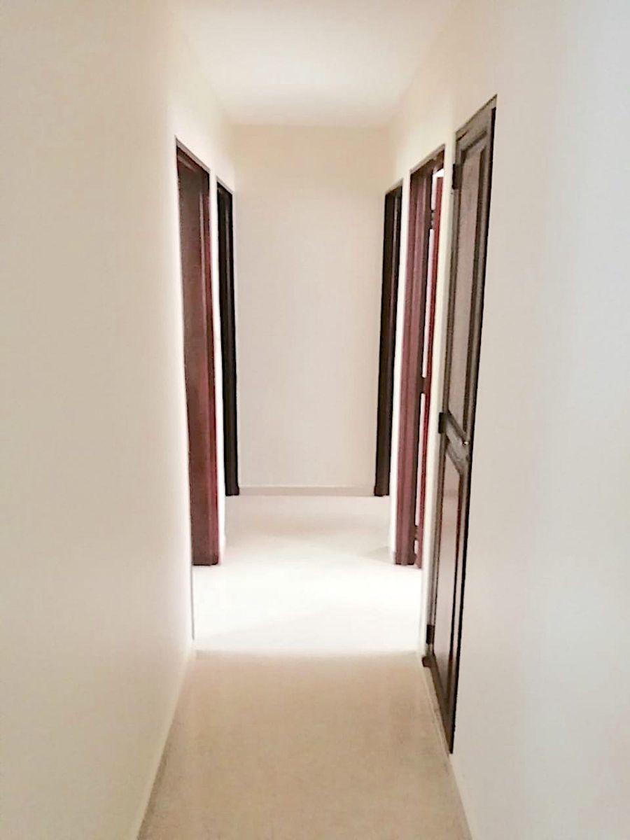 9 de 14: Pasillo de circulación hacía las habitaciones