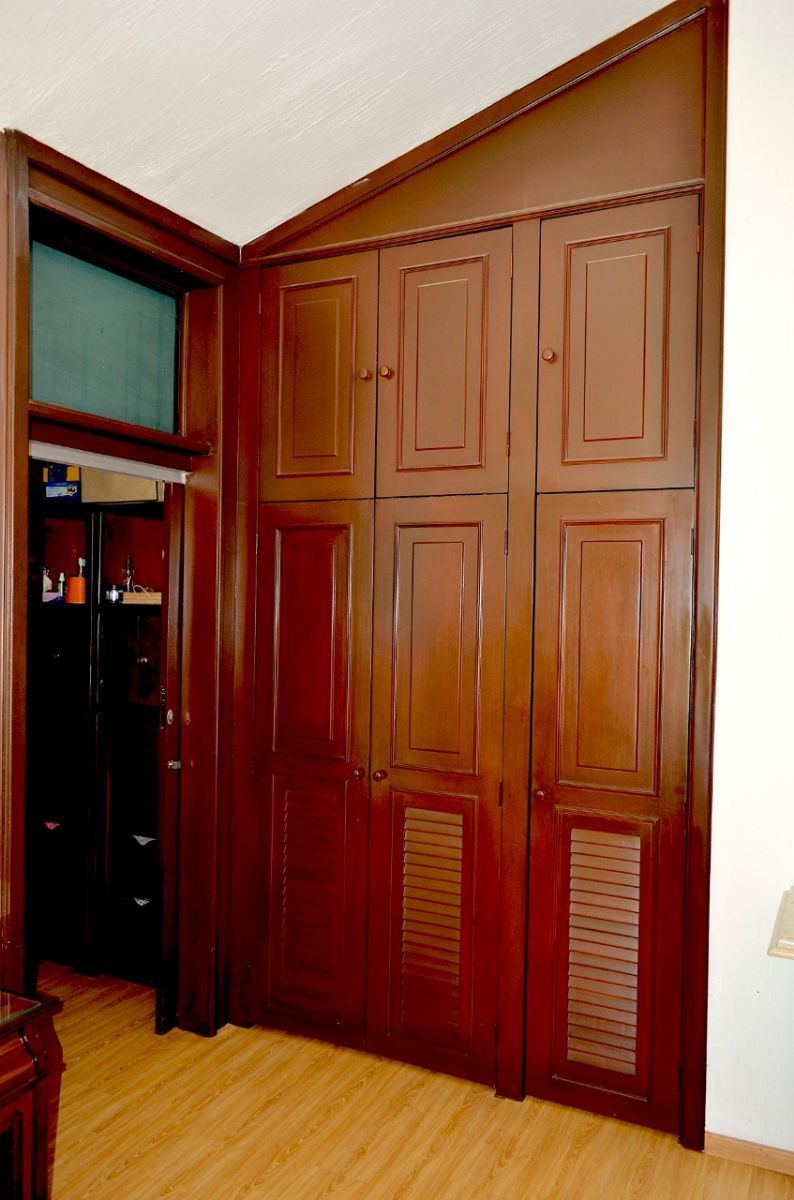 23 de 37: Closeth y vestidor de Recamara principal.