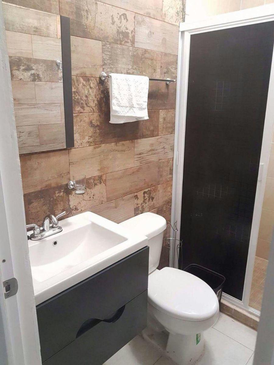 6 of 17: baño completo con azulejo agregado