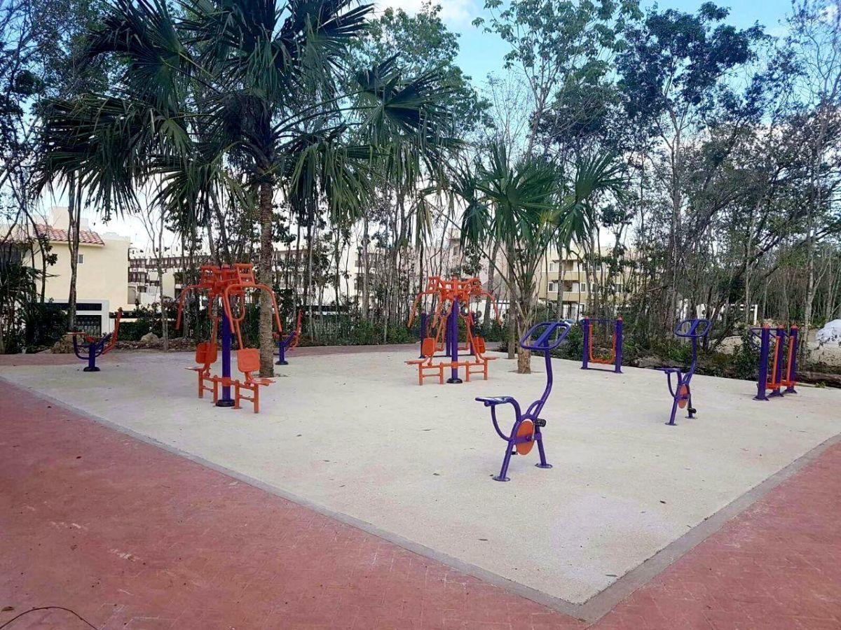 16 of 17: area recreativa con aparatos para hacer ejercicio