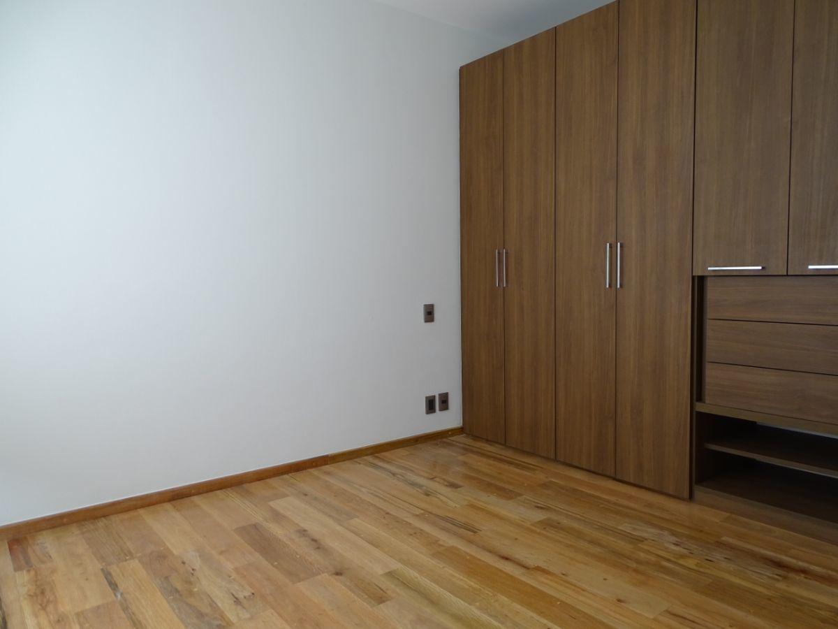 10 de 14: Recamara con piso de madera