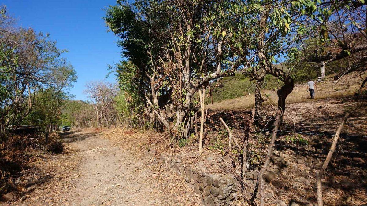 26 de 34: camino vecinal acceso playa