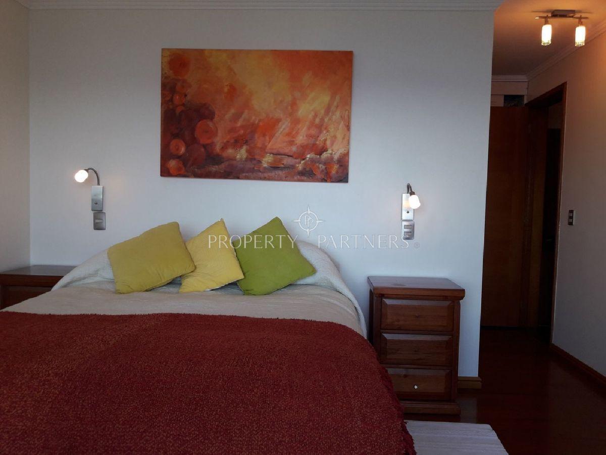 8 de 16: Dormitorio Principal en suite