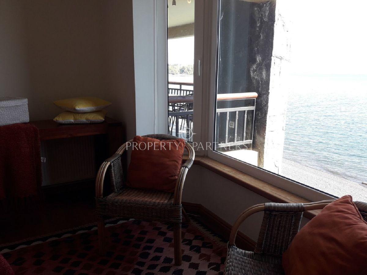 9 de 16: Vista al lago desde Dormitorio Principal