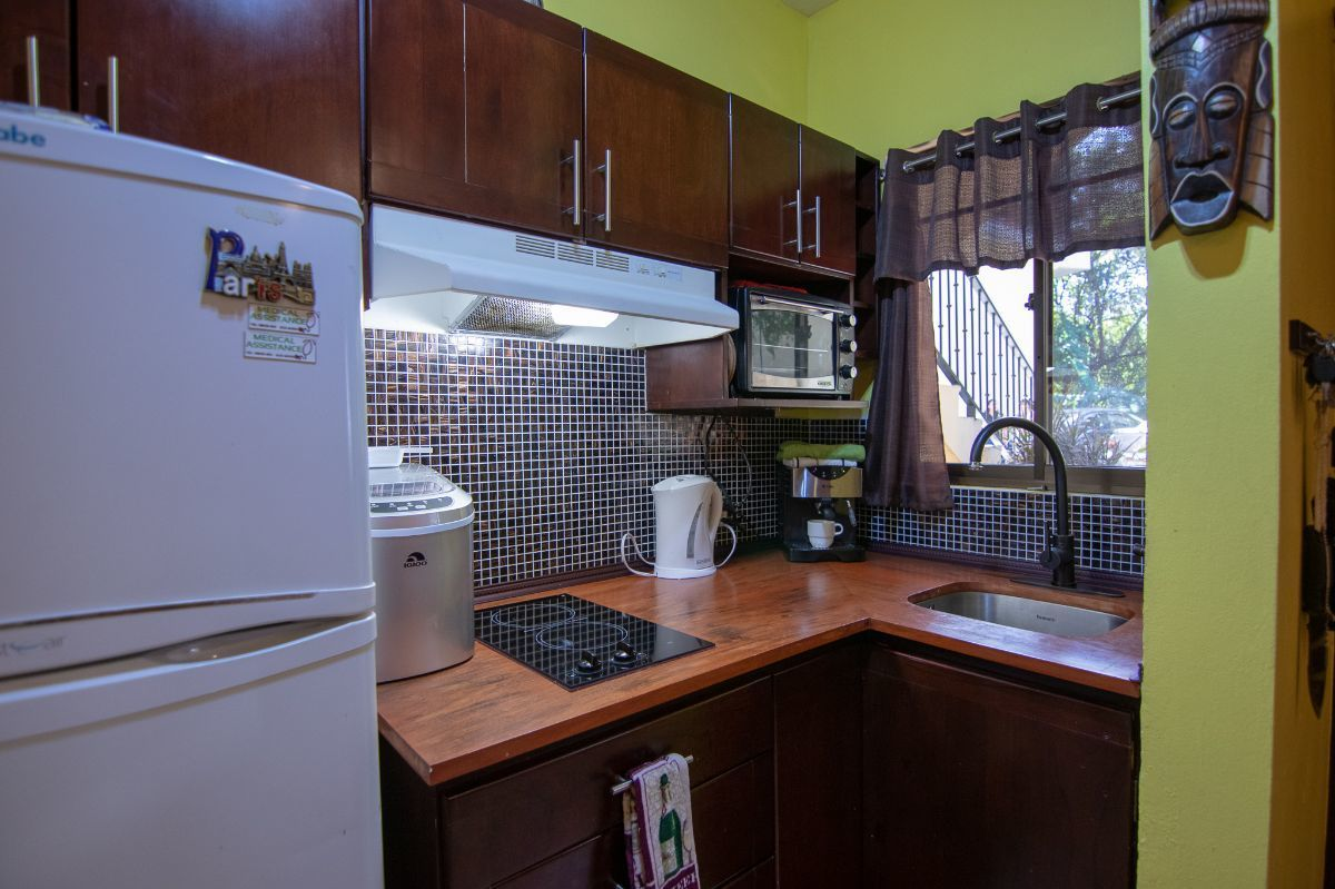5 of 10: Kitchen with wooden counter tops