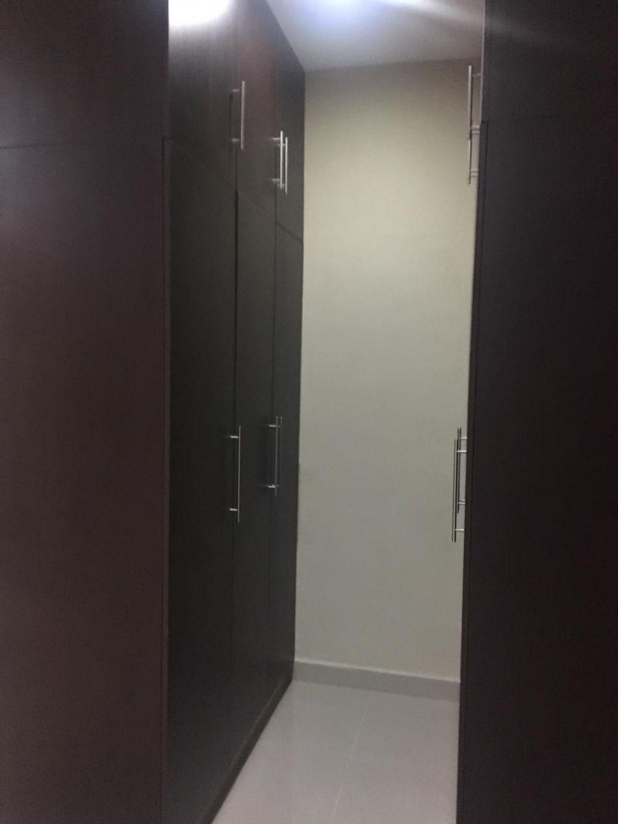 6 de 14: Closet