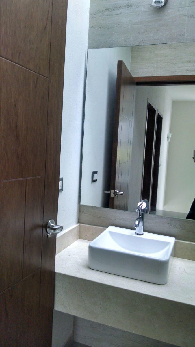 3 de 11: Carpintería y accesorios de baño de alta calidad