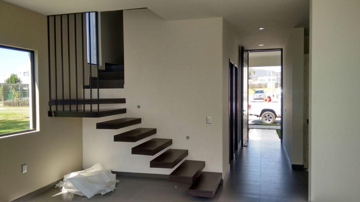 7 de 7: Escalera Empotrada de madera