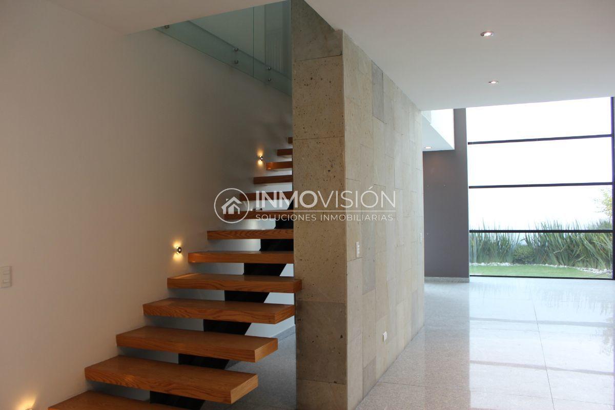 17 de 51: Escaleras con iluminación led