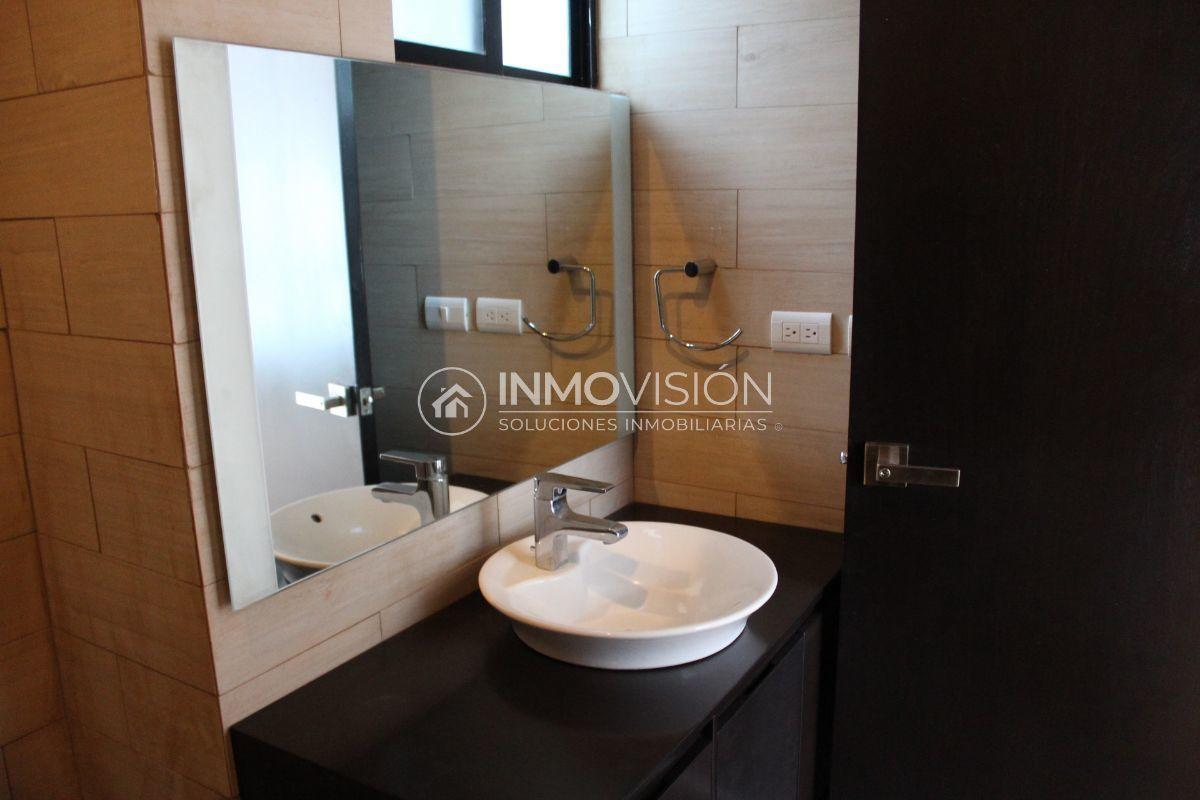 25 de 51: Interiores baños