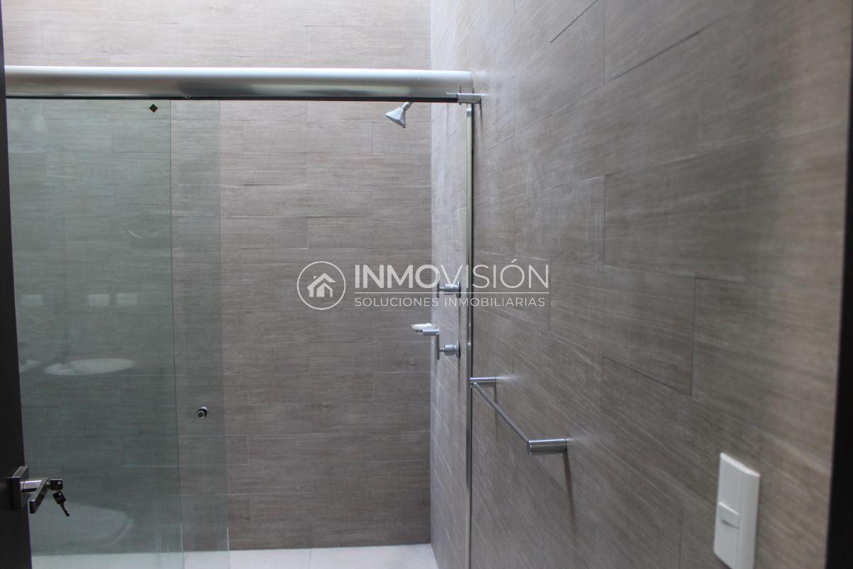 31 de 44: Acabados interiores en baño