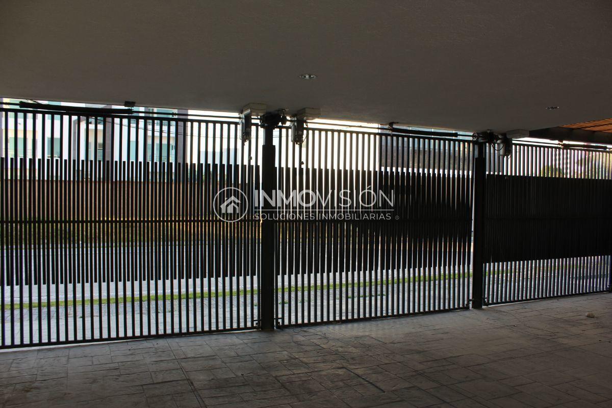 38 de 44: Cochera en salón de usos multiples con portón automático
