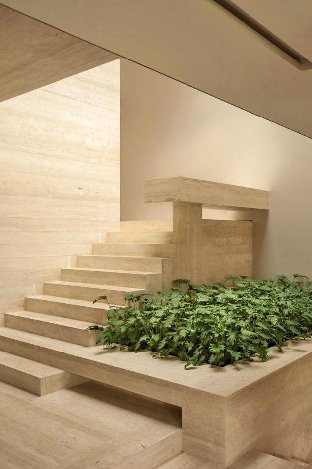 2 de 29: Escaleras para subir a la recámaras