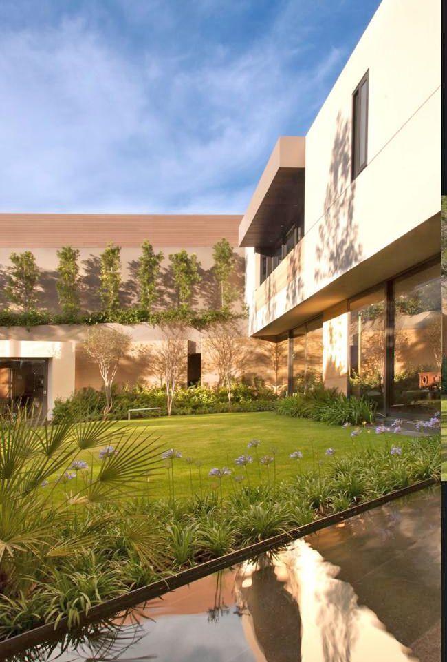 9 de 29: jardín y al fondo terraza con asador