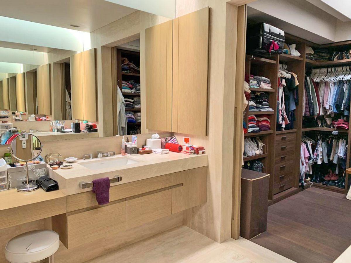 24 de 29: baño y un vestidor de la recámara principal