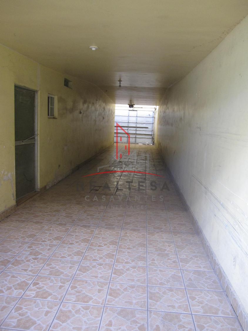 19 de 21: Pasillo de servicio/cochera techada