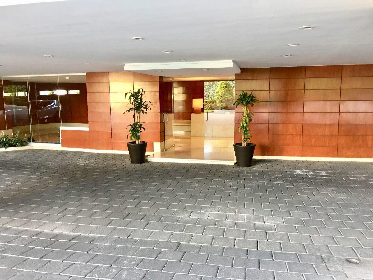 4 de 30: Entrada al lobby