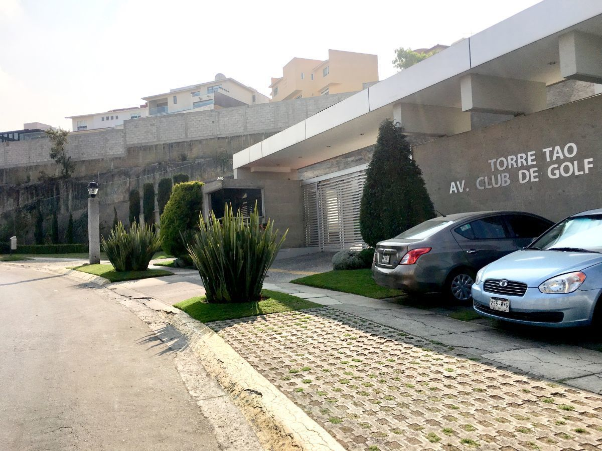 3 de 30: Estacionamiento de visitas en entrada principal