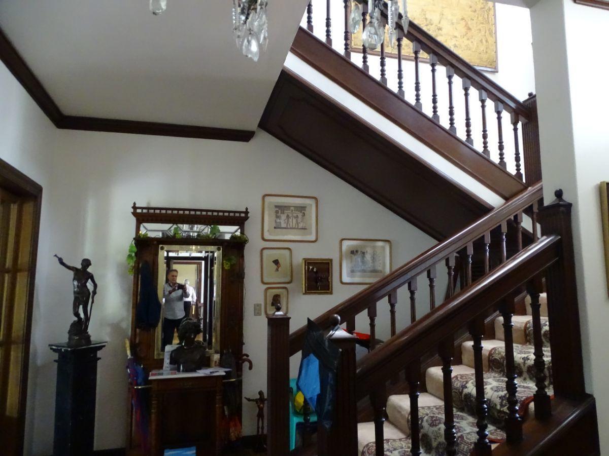 6 de 10: Escalera principal