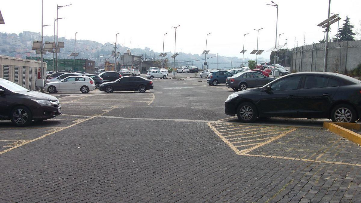 2 de 31: estacionamiento