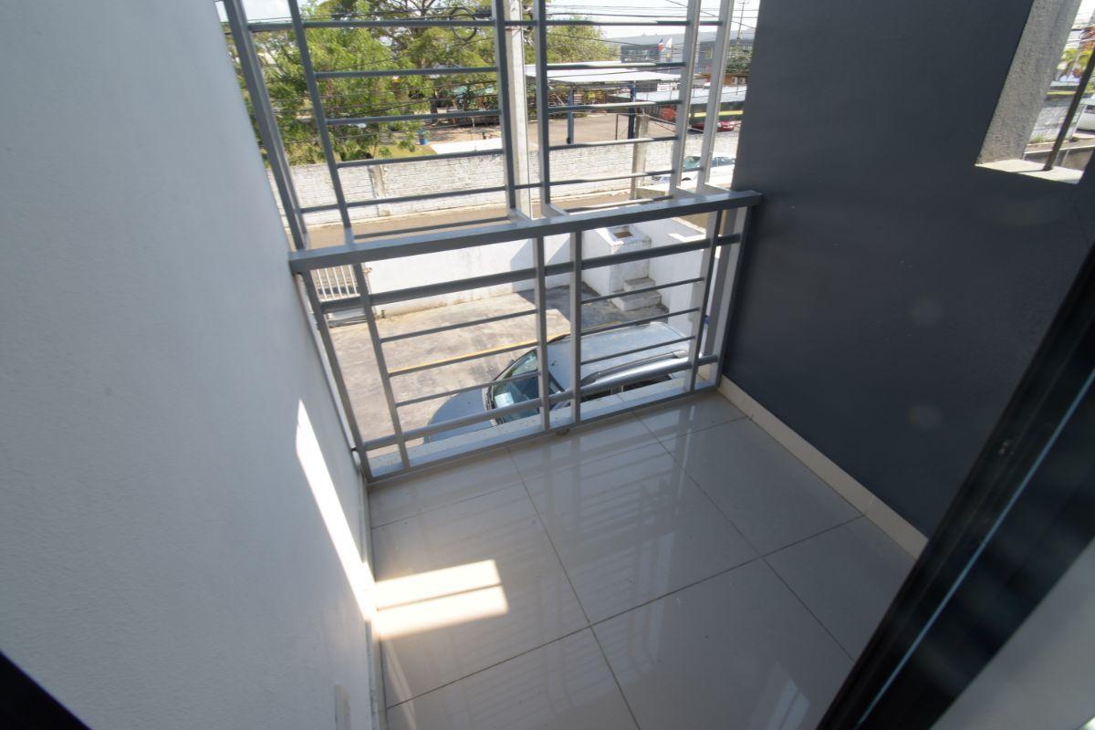 7 de 11: Balcón en hab principal