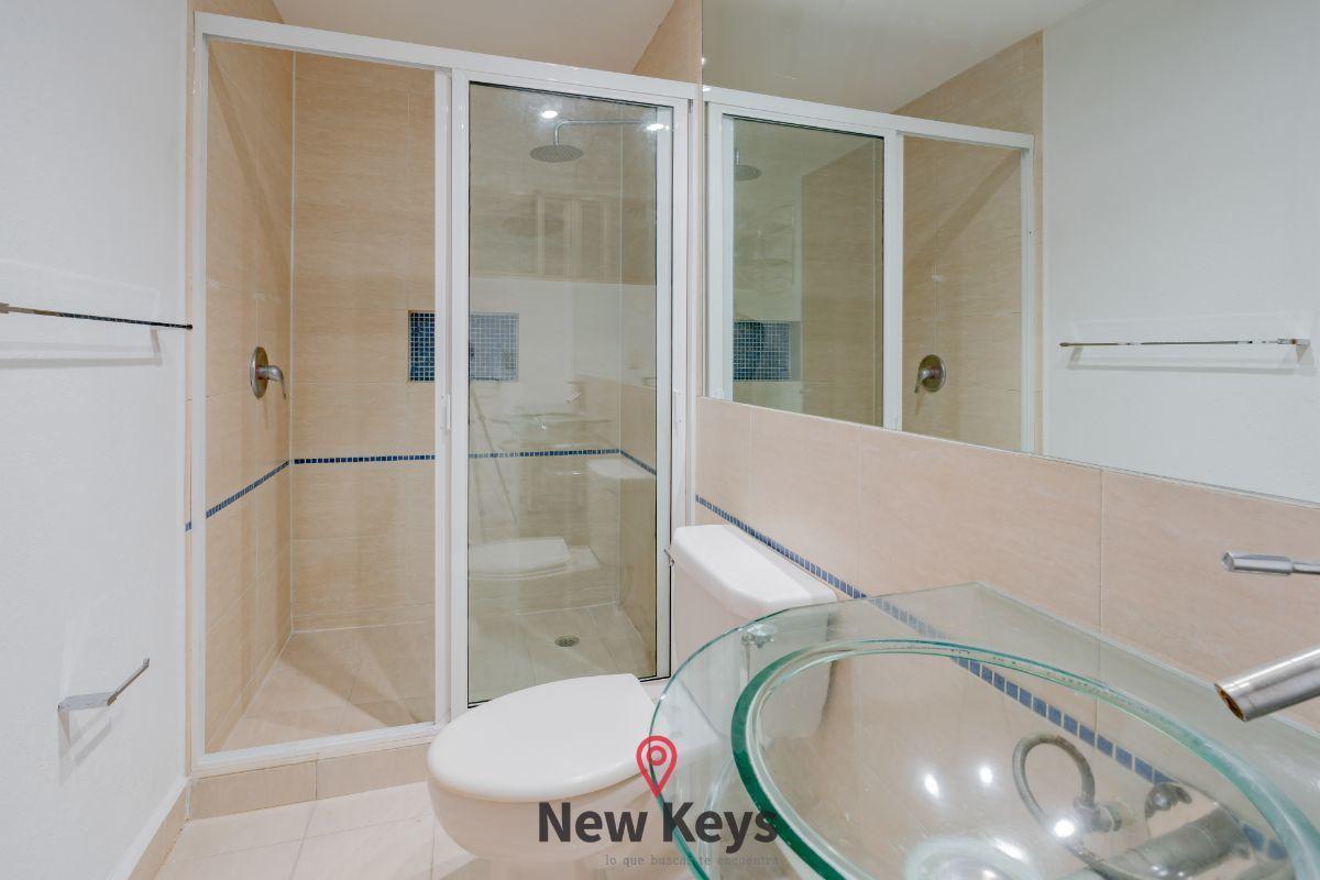 20 de 30: Baño cuarto principal