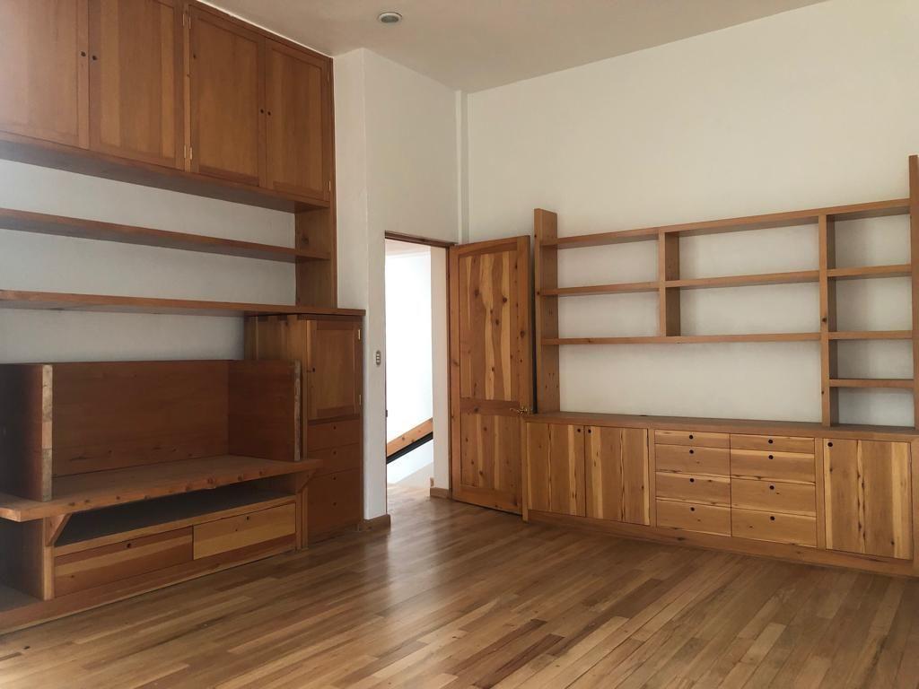 11 de 22: Libreros y muebles empotrados de madera