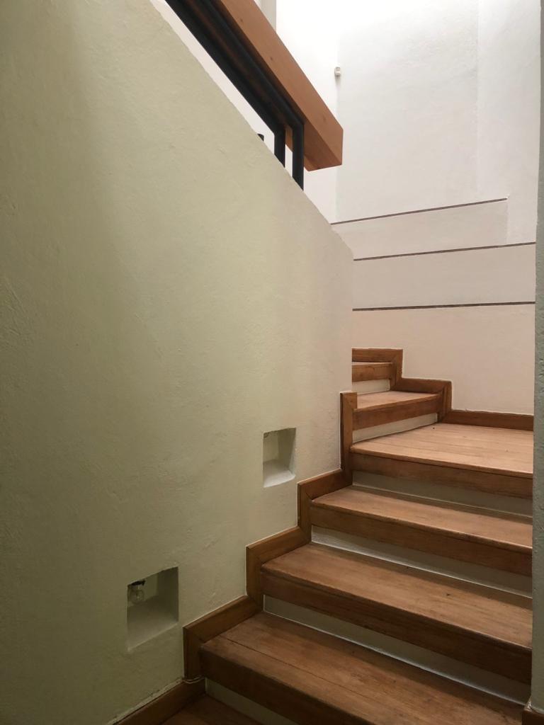 12 de 22: Escalera de acceso a segundo nivel