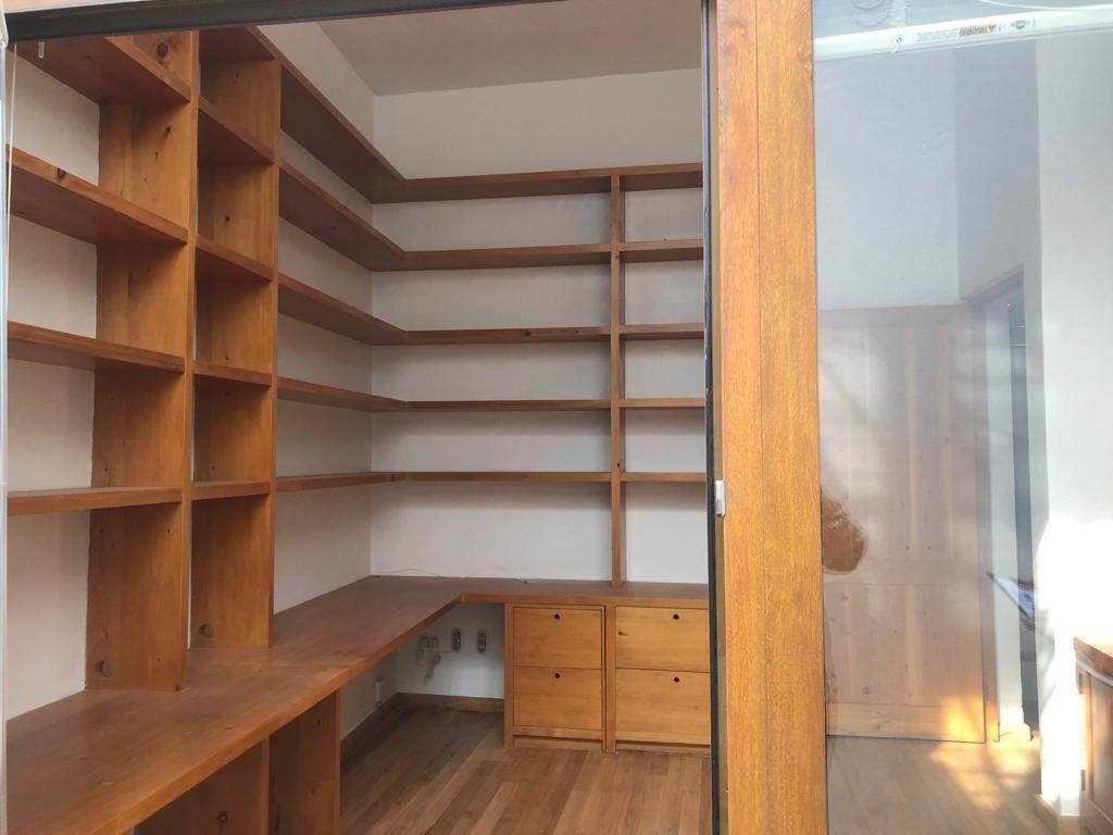 13 de 22: Librero de madera