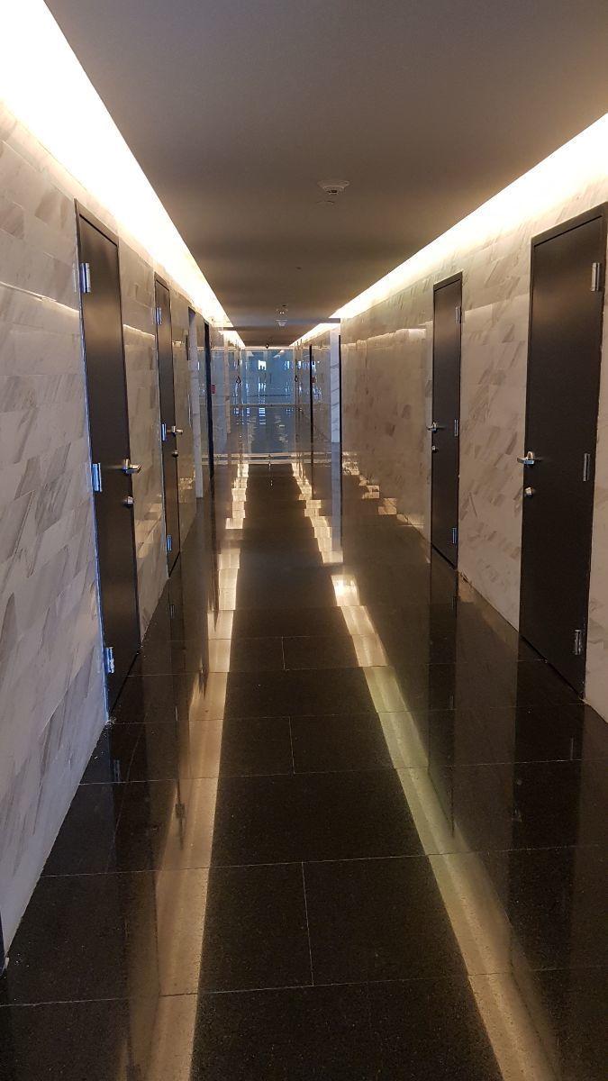 27 de 33: pasillo elevadores