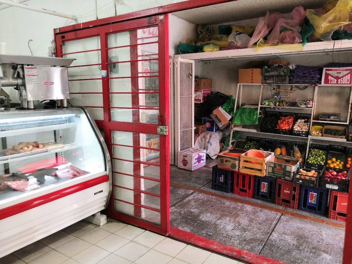 23 de 33: Área comercial PB: carnicería y frutería