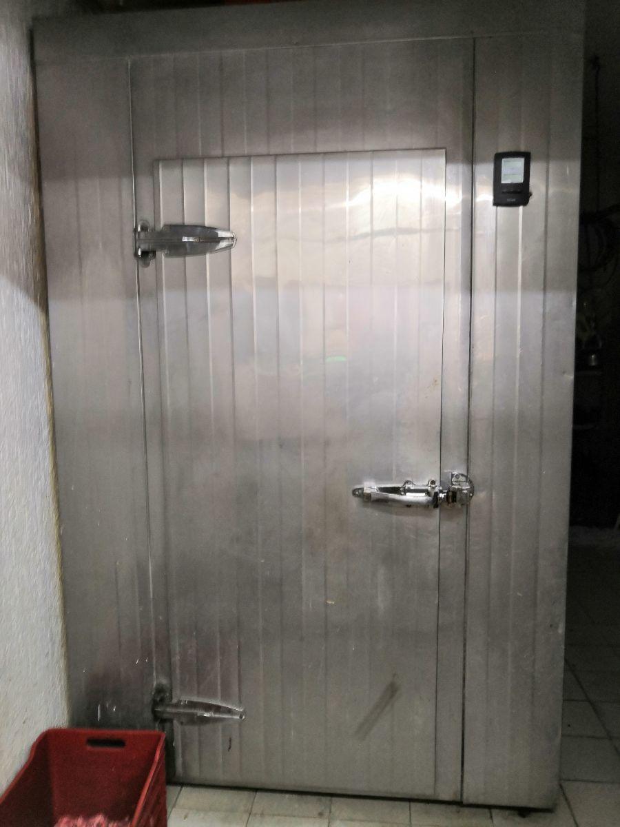 25 de 33: Área comercial PB: cámara refrigeración carnicería